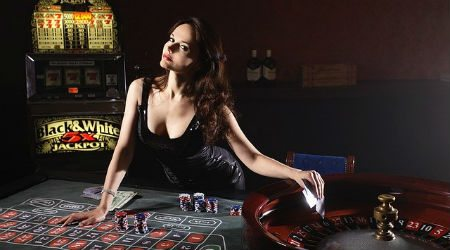 Play Now Live Dealers